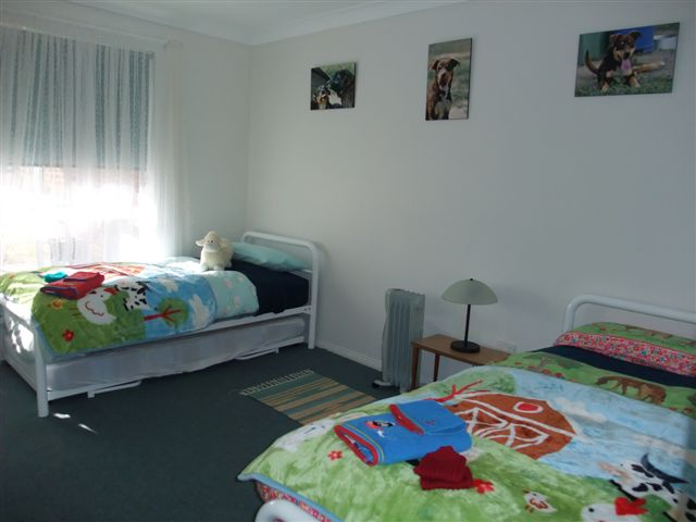 Two Single Beds - Hillview Unit